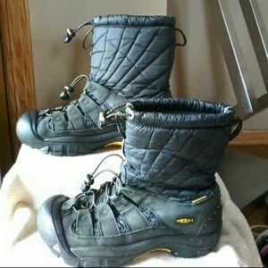Keen boots  MAKE REASONABLE OFFER ☺